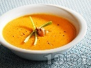 Рецепта Крем супа от моркови, лук, домати и сметана с лимонов вкус